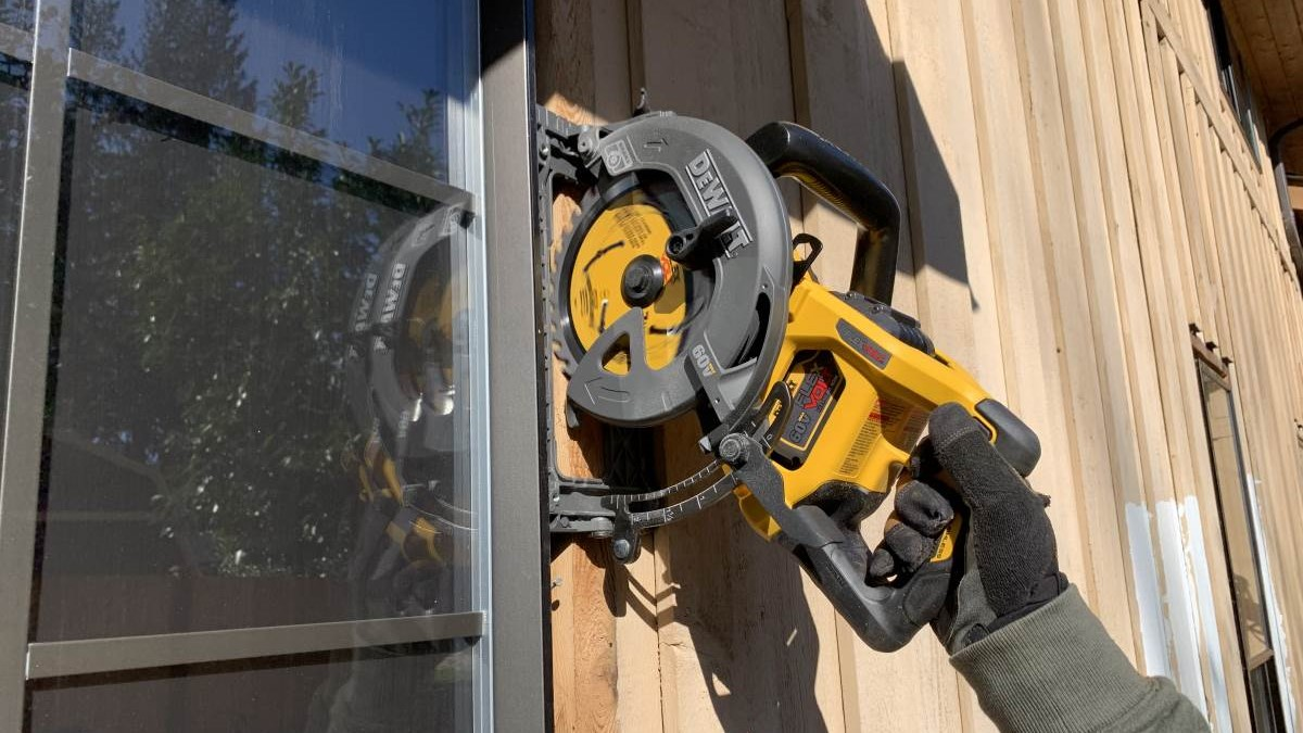 DeWalt Flexvolt 60V Max Cordless Worm Drive Style Saw Review DCS577